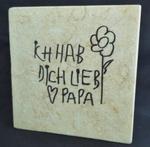Steinplatte mit Handschrift graviert