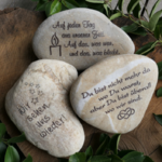 Kieselstein mit Spruchgravur, Kerze, Liebe Unendlich
